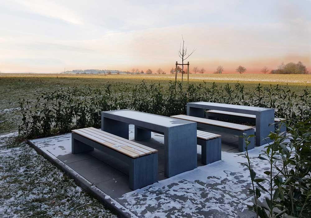 OGGI-Beton: Betontisch und Bank im Winter