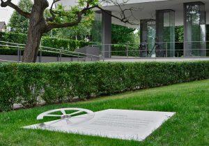 OGGI-Beton: Gedenkskulptur für die Roma und Sinti, die Opfer des nationalsozialistischen Völkermordes wurden, Gedenkstätte Ahlem, Hannover