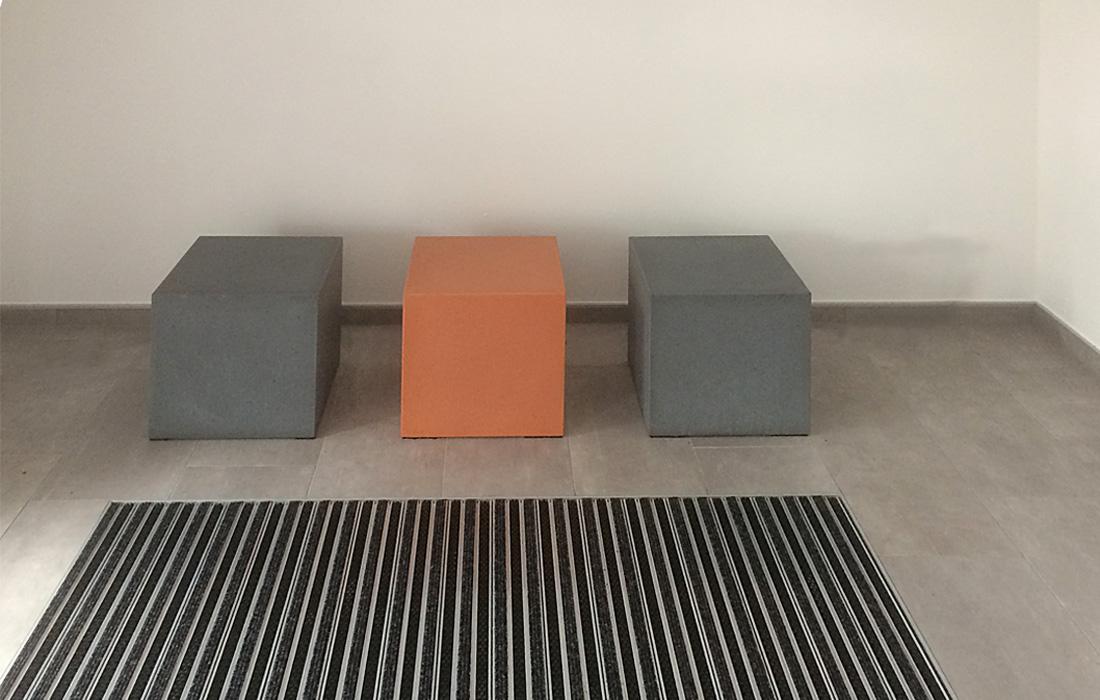 Brandschutzmöbel OGGI-Beton: Sitzwürfel aus Beton